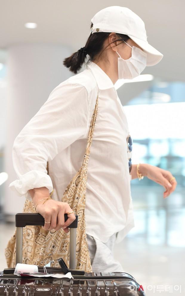 Lần đầu sau khi Song Joong Ki ám chỉ vợ chồng còn êm ấm, Song Hye Kyo xuất hiện với biểu cảm gây lo lắng - Ảnh 5.