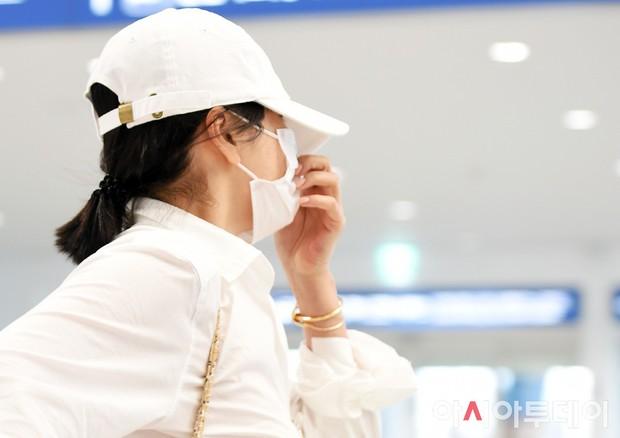 Lần đầu sau khi Song Joong Ki ám chỉ vợ chồng còn êm ấm, Song Hye Kyo xuất hiện với biểu cảm gây lo lắng - Ảnh 6.