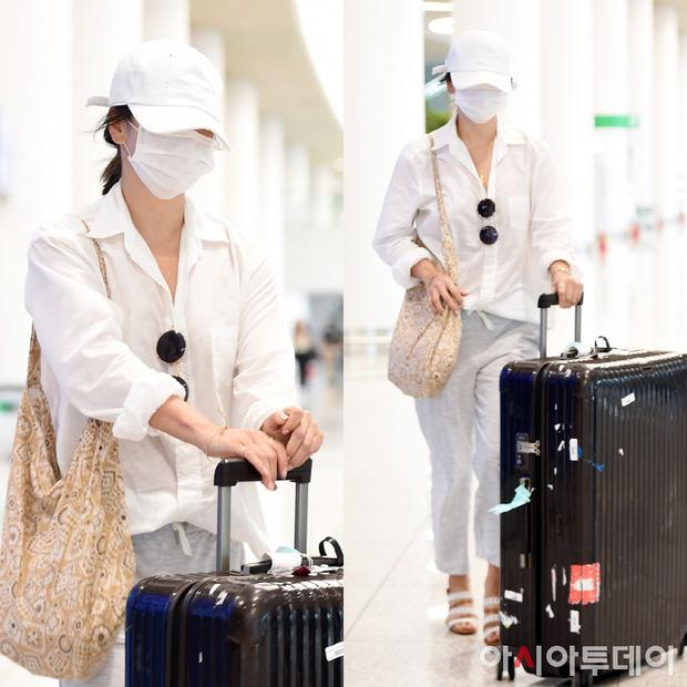 Lần đầu sau khi Song Joong Ki ám chỉ vợ chồng còn êm ấm, Song Hye Kyo xuất hiện với biểu cảm gây lo lắng - Ảnh 2.