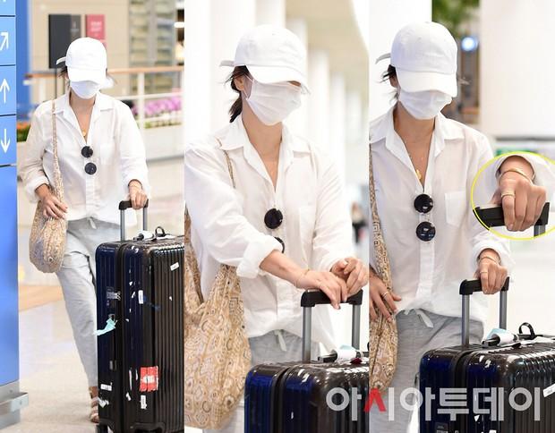 Lần đầu sau khi Song Joong Ki ám chỉ vợ chồng còn êm ấm, Song Hye Kyo xuất hiện với biểu cảm gây lo lắng - Ảnh 1.