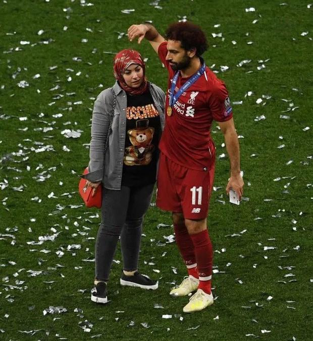 Lâng lâng trong men say vô địch Champions League nhưng Vua Ai Cập vẫn có màn né thính của nữ phóng viên cực đỉnh, FA nên xem ngay để học tập - Ảnh 7.