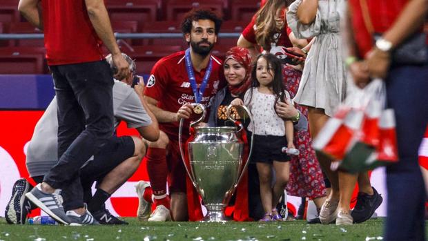 Lâng lâng trong men say vô địch Champions League nhưng Vua Ai Cập vẫn có màn né thính của nữ phóng viên cực đỉnh, FA nên xem ngay để học tập - Ảnh 6.