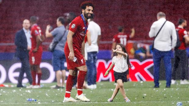Lâng lâng trong men say vô địch Champions League nhưng Vua Ai Cập vẫn có màn né thính của nữ phóng viên cực đỉnh, FA nên xem ngay để học tập - Ảnh 4.