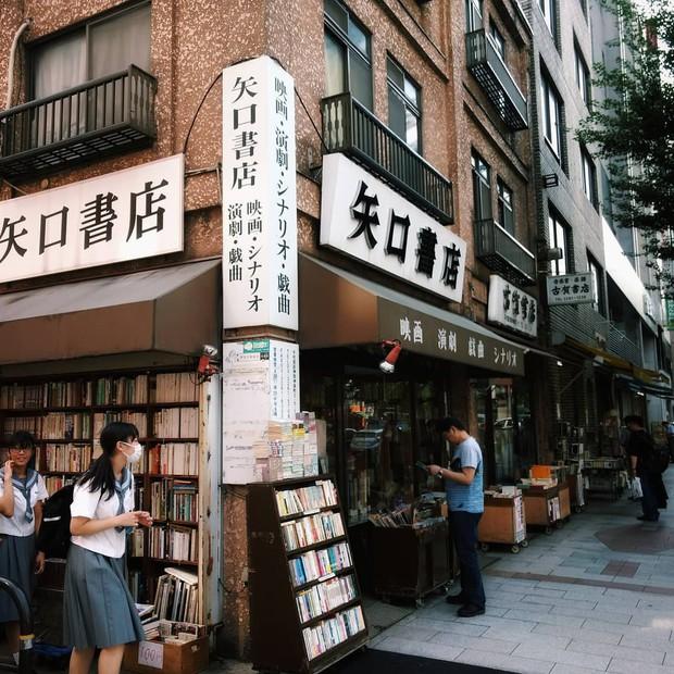 Ít ai biết giữa lòng Tokyo hoa lệ vẫn có một thư viện kiểu một nghìn chín trăm hồi đó đẹp như phim điện ảnh - Ảnh 14.