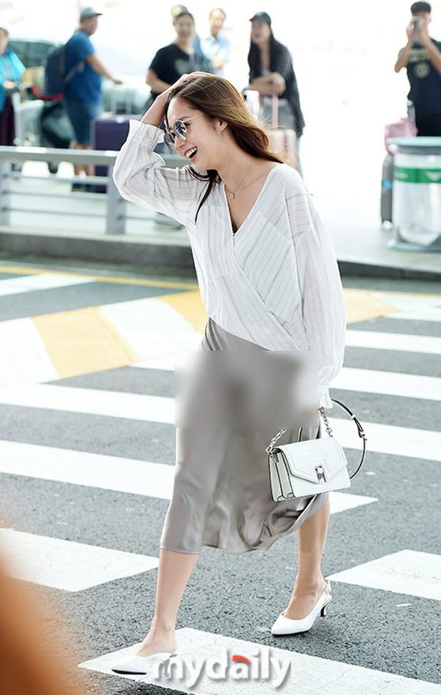 """Diện váy lụa giữa ngày gió lộng, độ duyên dáng của Park Min Young bỗng tụt xuống âm vô cùng vì điểm """"nhức mắt"""" - Ảnh 2."""