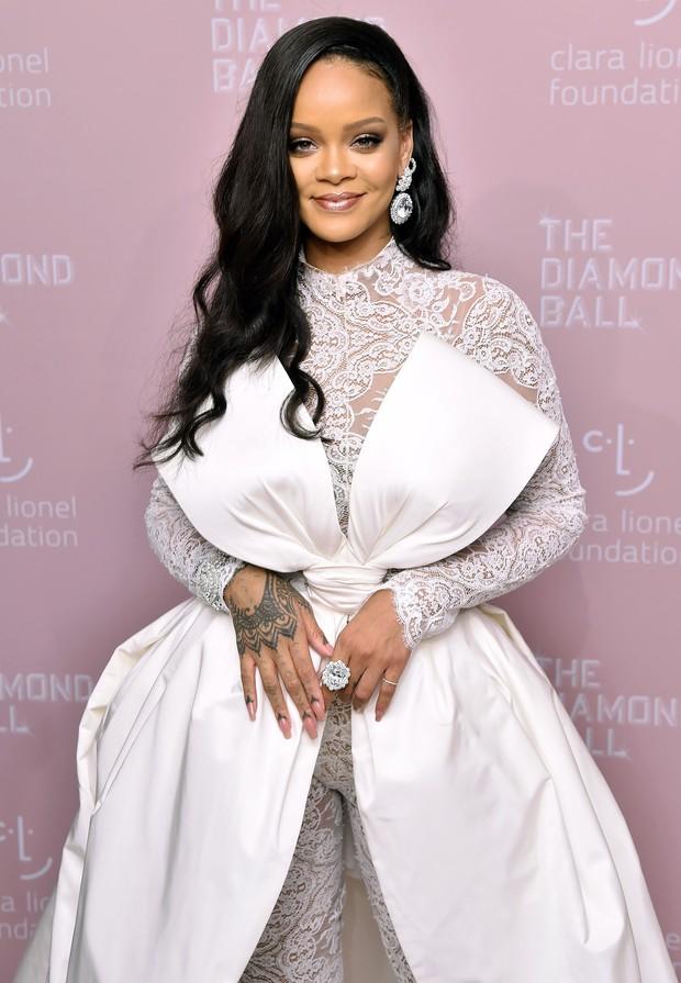 Tiền nhiều để làm gì, Rihanna sẽ trả lời cho bạn biết cách tiêu xài hơn 400 triệu trong mỗi ngày - Ảnh 3.