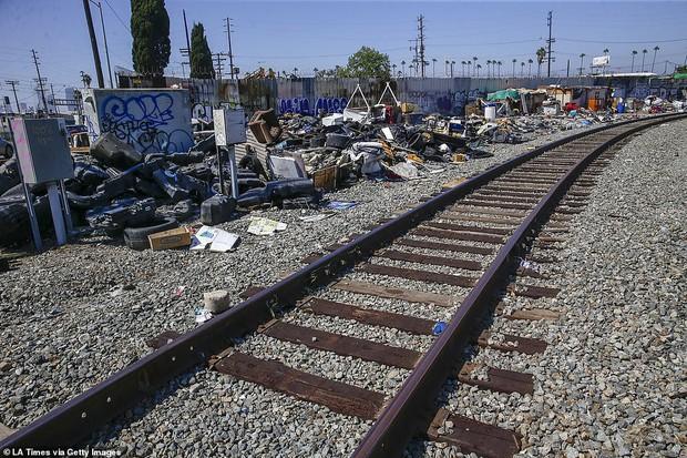 Chùm ảnh: Toàn cảnh thành phố Los Angeles hiện đại văn minh đã bị mất quyền kiểm soát vào tay... rác thải và chuột - Ảnh 14.