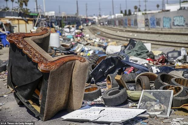 Chùm ảnh: Toàn cảnh thành phố Los Angeles hiện đại văn minh đã bị mất quyền kiểm soát vào tay... rác thải và chuột - Ảnh 16.