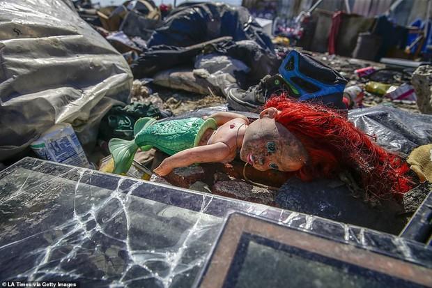 Chùm ảnh: Toàn cảnh thành phố Los Angeles hiện đại văn minh đã bị mất quyền kiểm soát vào tay... rác thải và chuột - Ảnh 17.