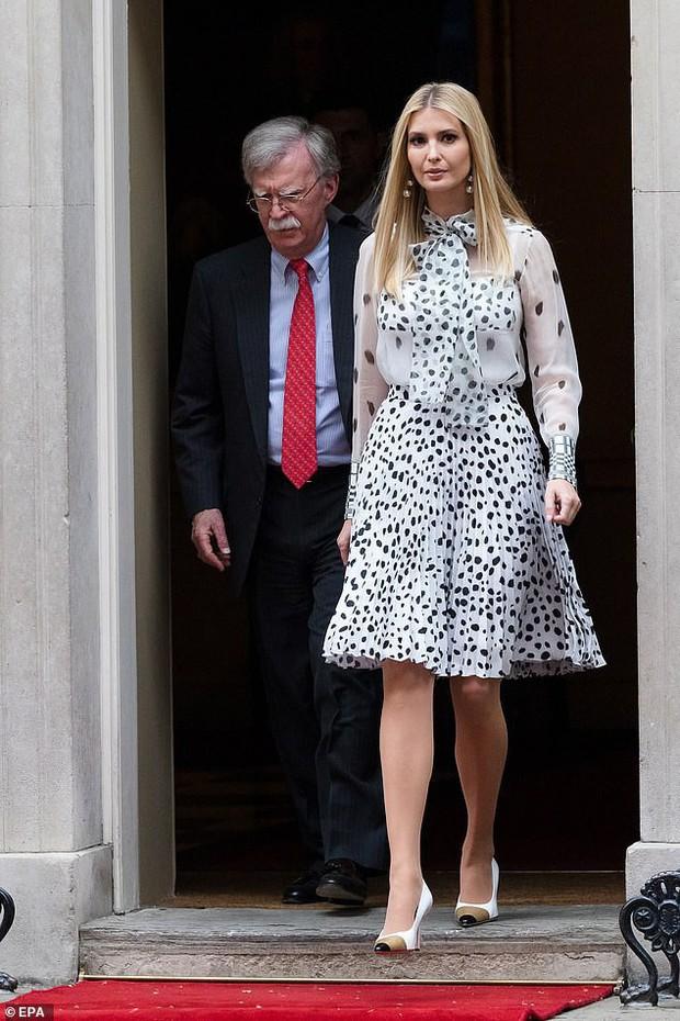 Lấn át cả công nương Kate và xa xỉ không thua mẹ kế, ái nữ nhà Trump khiến dân tình hết lời khen ngợi trước gu thời trang tinh tế - Ảnh 4.