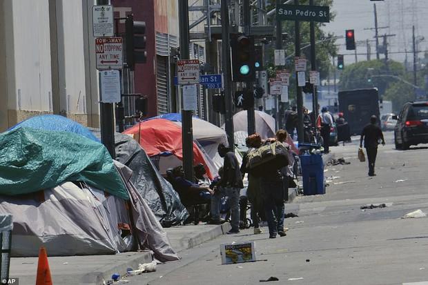 Chùm ảnh: Toàn cảnh thành phố Los Angeles hiện đại văn minh đã bị mất quyền kiểm soát vào tay... rác thải và chuột - Ảnh 6.
