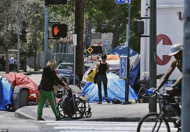 Chùm ảnh: Toàn cảnh thành phố Los Angeles hiện đại văn minh đã bị mất quyền kiểm soát vào tay... rác thải và chuột - Ảnh 8.