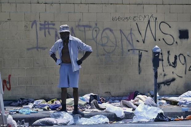 Chùm ảnh: Toàn cảnh thành phố Los Angeles hiện đại văn minh đã bị mất quyền kiểm soát vào tay... rác thải và chuột - Ảnh 10.