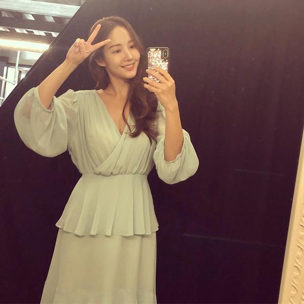 Màn đụng hàng chan chát giữa 2 nàng bạn gái cũ Lee Min Ho: Suzy xinh lắm nhưng quá khiêm tốn so với Park Min Young - Ảnh 4.