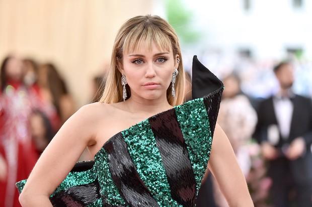 Chuyện thật như đùa: Bị chỉ trích ngược dù là nạn nhân của vụ sàm sỡ, Miley Cyrus phản ứng lại theo cách cực gắt - Ảnh 3.