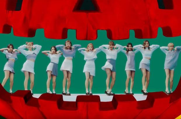 Xem ngay loạt vũ đạo đẹp, độc, khó nhất nhì K-Pop: Nhóm nhảy 3 vòng trên không, người lại lộn đầu... đi catwalk! - Ảnh 2.