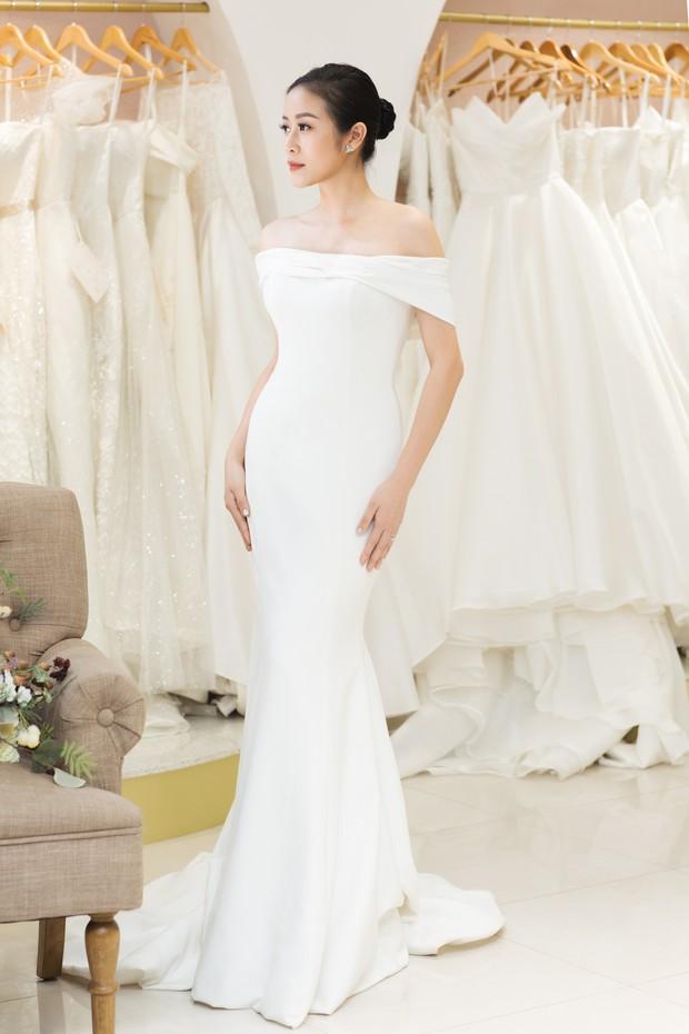 MC Phí Linh đẹp nền nã trong ngày thử váy cưới trước khi lên xe hoa về nhà chồng - Ảnh 1.