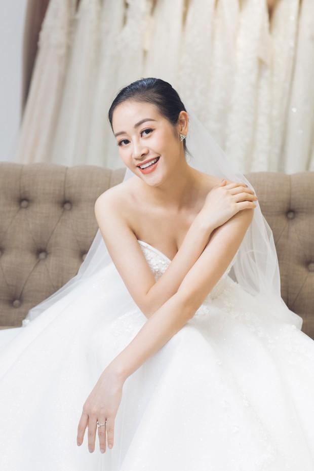 MC Phí Linh đẹp nền nã trong ngày thử váy cưới trước khi lên xe hoa về nhà chồng - Ảnh 2.