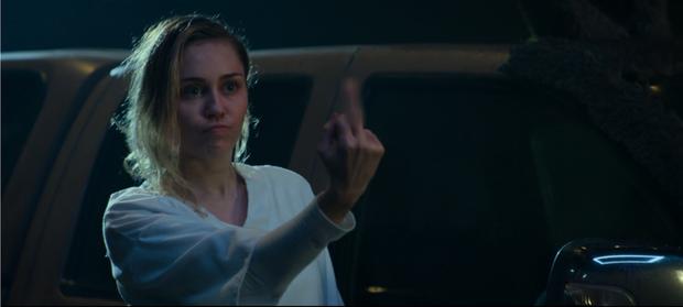 """Màn lấn sân Netflix của Miley Cyrus ở series đình đám """"Black Mirror"""": Lẽ ra đừng hồi sinh Hannah Montana! - Ảnh 16."""
