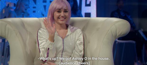 """Màn lấn sân Netflix của Miley Cyrus ở series đình đám """"Black Mirror"""": Lẽ ra đừng hồi sinh Hannah Montana! - Ảnh 3."""
