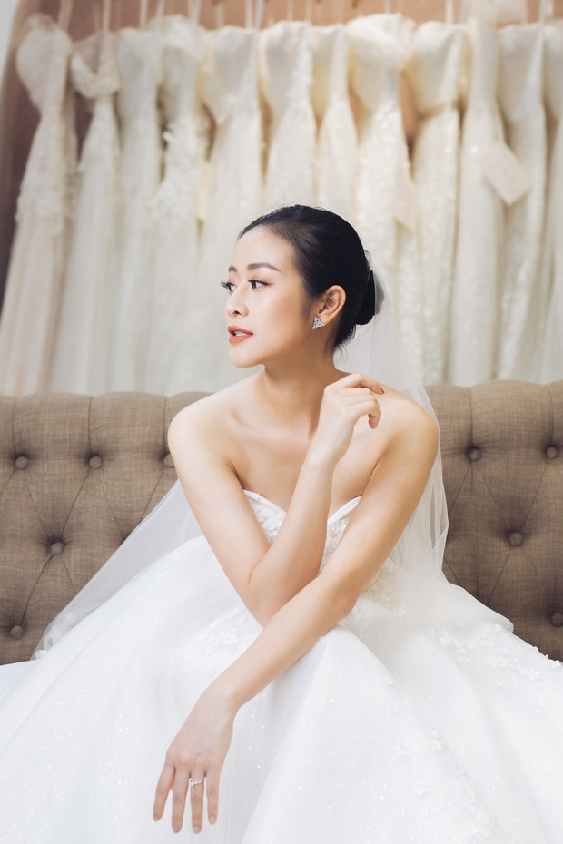 MC Phí Linh đẹp nền nã trong ngày thử váy cưới trước khi lên xe hoa về nhà chồng - Ảnh 3.