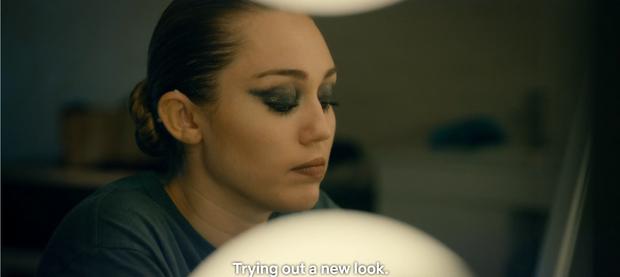 """Màn lấn sân Netflix của Miley Cyrus ở series đình đám """"Black Mirror"""": Lẽ ra đừng hồi sinh Hannah Montana! - Ảnh 5."""