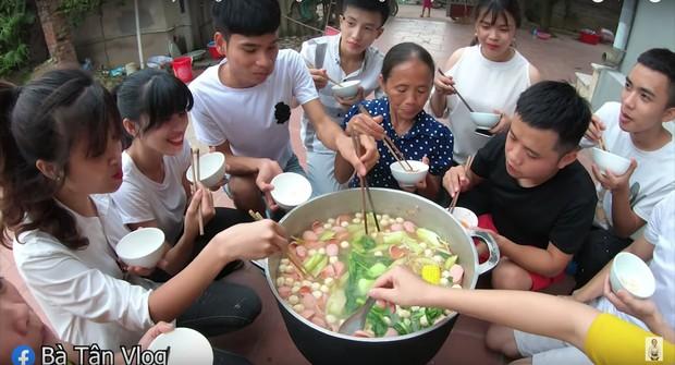 A đây rồi: bà Tân Vlog đã làm nồi lẩu Thái siêu cay khổng lồ ăn mừng chiến thắng của tuyển Việt Nam rồi này - Ảnh 5.