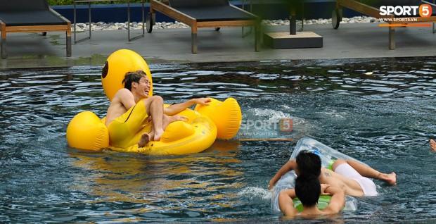 Ngắm body cực phẩm của dàn tuyển thủ Việt Nam khi thư giãn trước trận chung kết Kings Cup 2019 - Ảnh 11.