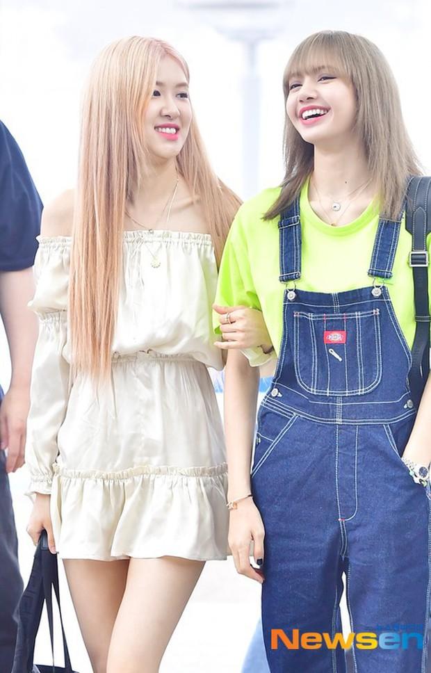 BLACKPINK lại biến sân bay thành sàn diễn: Jennie khoe body 0% mỡ thừa, Lisa kín mà vẫn lộ chân siêu dài bên Rosé - Ảnh 14.
