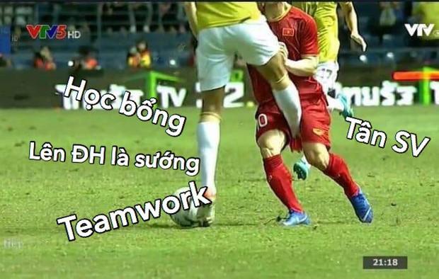 Loạt ảnh chế màn tranh chấp căng thẳng giữa các cầu thủ Việt Nam và Thái Lan: Tưởng không đau mà đau không tưởng - Ảnh 13.