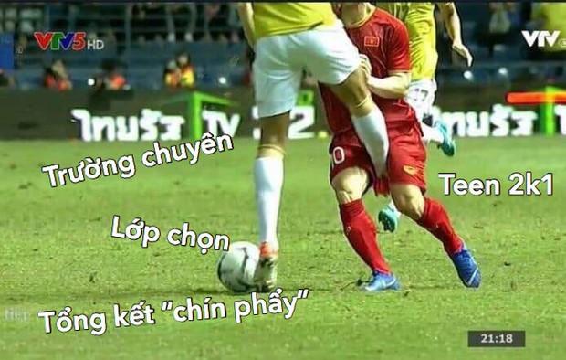 Loạt ảnh chế màn tranh chấp căng thẳng giữa các cầu thủ Việt Nam và Thái Lan: Tưởng không đau mà đau không tưởng - Ảnh 11.
