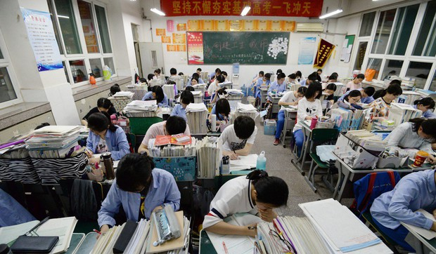 Những nơi có kỳ thi đại học khốc liệt bậc nhất Châu Á: Căng thẳng và khó nhằn khủng khiếp, số 4 có tỷ lệ tự tử hàng đầu vì quá áp lực - Ảnh 2.