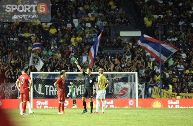Văn Toàn lý giải về chiếc thẻ vàng khó hiểu, Công Phượng báo bình an sau trận gặp Thái Lan - Ảnh 3.