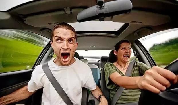 Cứ bảo đừng bán xăng cho chị em nhưng thực tế đàn ông hay phụ nữ lái xe tốt hơn? Khoa học đã có câu trả lời rồi đây - Ảnh 1.