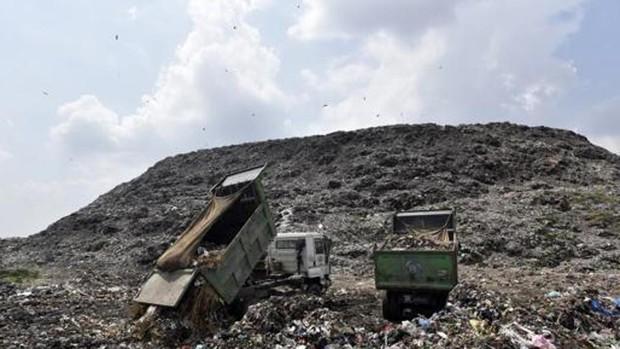 Ám ảnh những bãi rác khổng lồ chất cao như núi khắp nơi trên thế giới, có chỗ cao hơn 65 mét, rộng hơn 40 sân bóng đá - Ảnh 1.