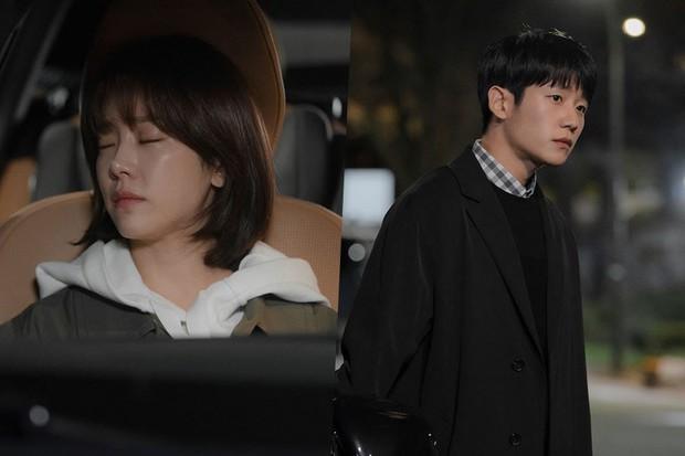 """Bắt quả tang """"ngoại tình"""" xịn như bạn trai Han Ji Min trong Đêm Xuân tập 6: Khỏi cần """"tóm"""" tận mặt, nhìn giày là đủ! - Ảnh 14."""