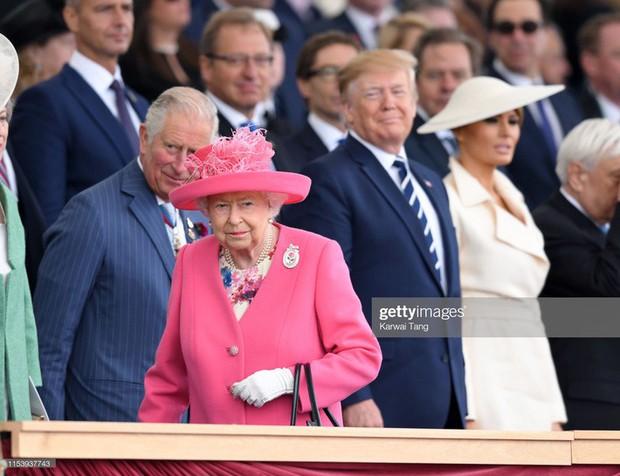 """Vừa được khen mặc đẹp, bà Melania Trump lại tụt điểm thời trang vì chiếc """"mũ đĩa bay"""" - Ảnh 3."""