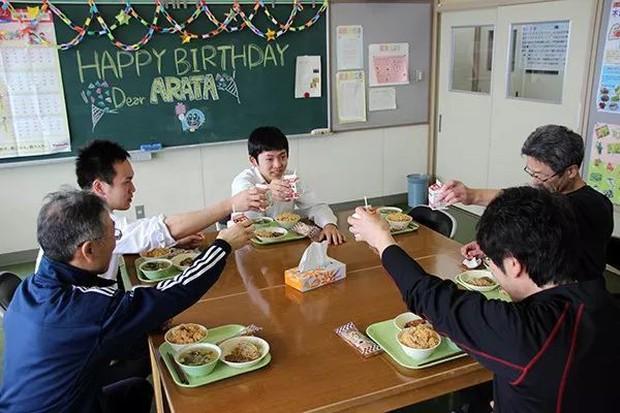Trường học cô đơn nhất Nhật Bản: Mở cửa chỉ để đón 1 nam sinh, ngày cậu ấy tốt nghiệp trường cũng đóng cửa luôn - Ảnh 6.
