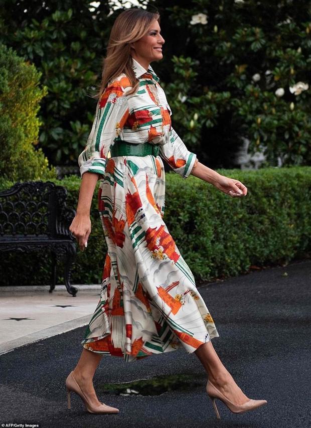 """Vừa được khen mặc đẹp, bà Melania Trump lại tụt điểm thời trang vì chiếc """"mũ đĩa bay"""" - Ảnh 6."""
