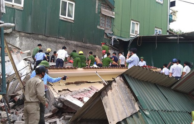 Hiện trường vụ sập nhà tại Hà Tĩnh vùi lấp người bên trong - Ảnh 7.