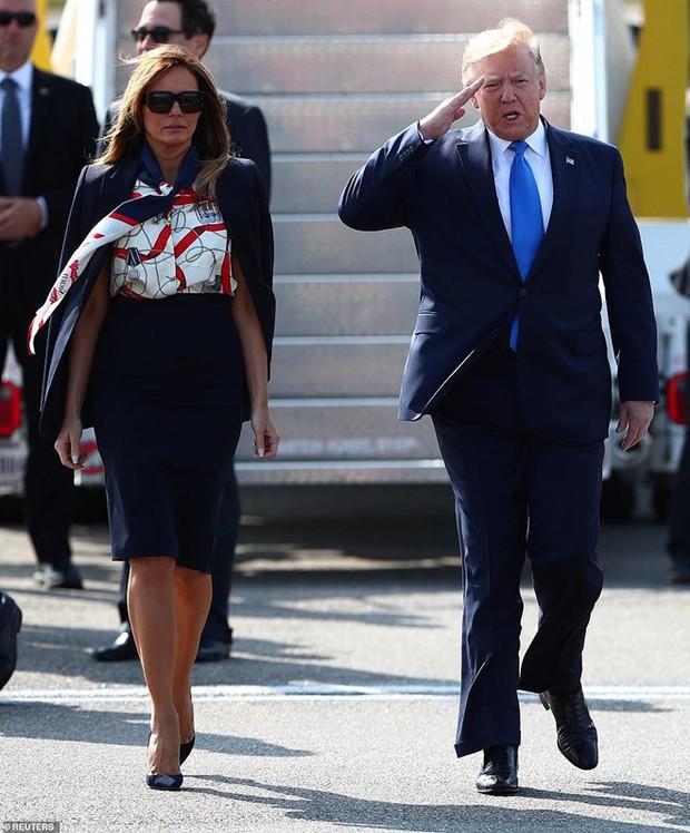 """Vừa được khen mặc đẹp, bà Melania Trump lại tụt điểm thời trang vì chiếc """"mũ đĩa bay"""" - Ảnh 7."""