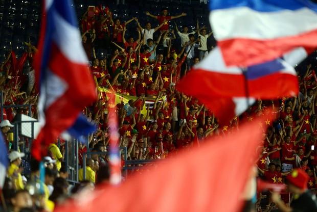 Tuyển Thái đi hết 4 góc sân xin lỗi khán giả nhà, Xuân Trường an ủi đàn em ở Buriram United - Ảnh 4.