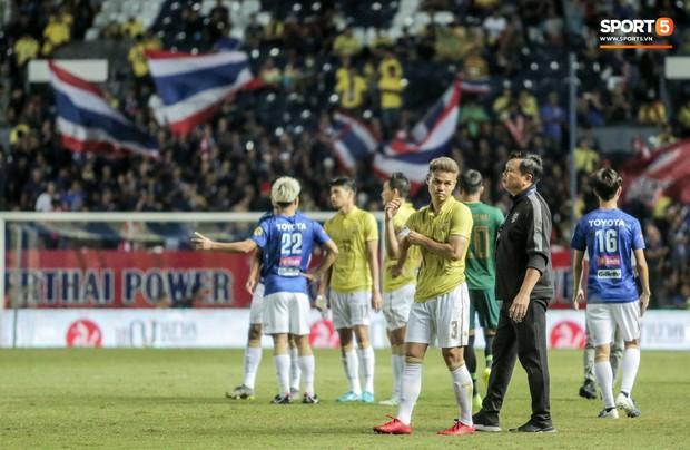 Hài hước: Tiền vệ tuyển Việt Nam bị trọng tài xin lại bụng bầu sau màn ăn mừng kinh điển - Ảnh 13.