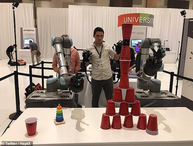 Jeff Bezos khoe cánh tay robot đủ tinh tế để chơi rubik: Tương lai ơi chúng mình đến đây! - Ảnh 3.