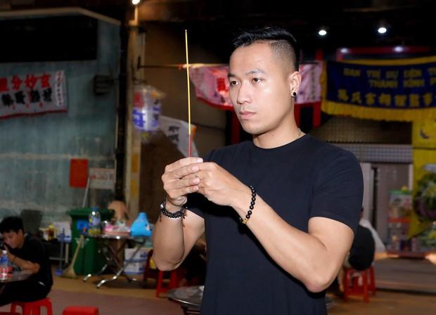 Nhiều nghệ sĩ đến thắp nhang chia buồn với Phi Thanh Vân khi bố vừa qua đời - Ảnh 5.
