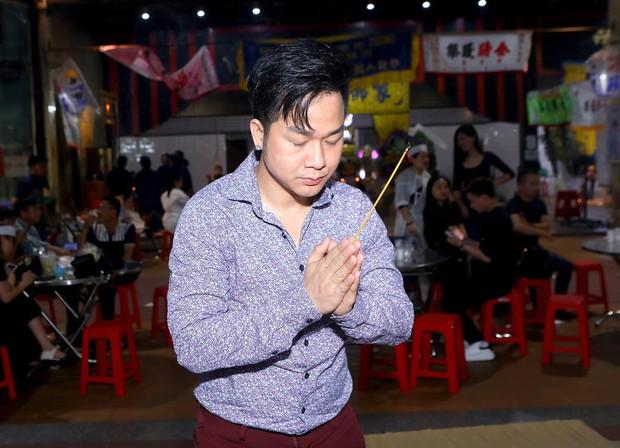 Nhiều nghệ sĩ đến thắp nhang chia buồn với Phi Thanh Vân khi bố vừa qua đời - Ảnh 6.
