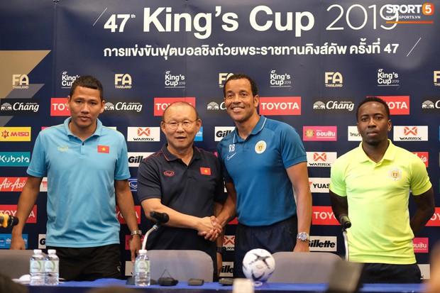 HLV Curacao bối rối: Tôi thật sự không biết gì về tuyển Việt Nam trước Kings Cup - Ảnh 2.