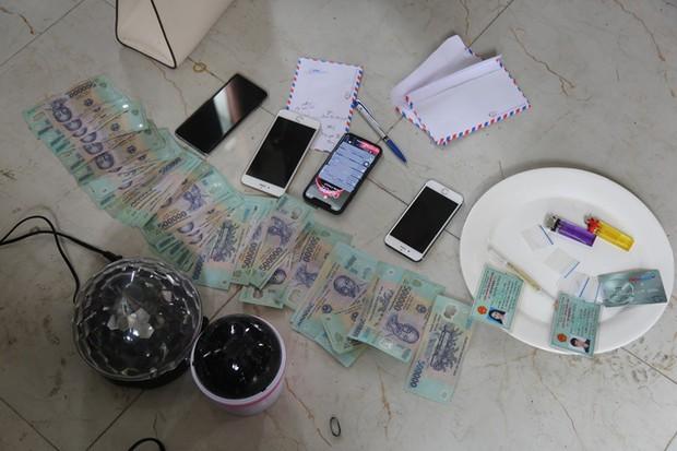Vĩnh Phúc: 5 hot girl và 5 nam thanh niên bị bắt giữ khi đang sử dụng ma túy trong khách sạn - Ảnh 2.