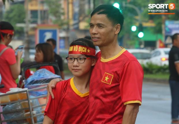 Fangirl Phú Thọ: Bùi Tiến Dũng là chân lý, Quang Hải và Đức Chinh có hay không chẳng quan trọng - Ảnh 2.
