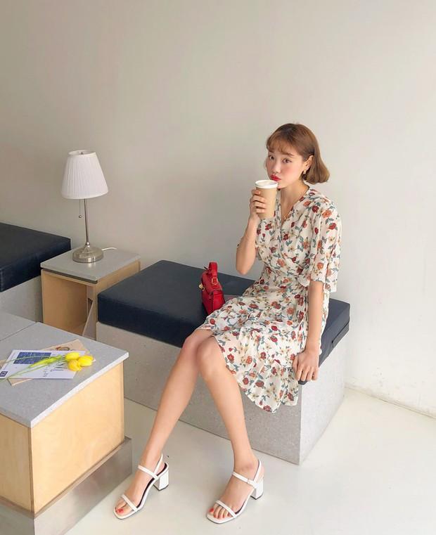 Váy hoa: item phủ sóng dày đặc mỗi mùa hè và 3 kiểu xinh đến nỗi bạn muốn rinh về hết cho tủ đồ - Ảnh 2.
